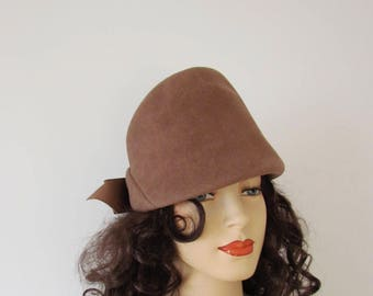 Vintage 1940s Peachbloom Cloche Hat w Bow in Back Imported Fur Felt Milk Chocolate Brown Sz Medium