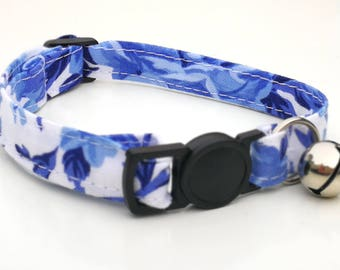 White and blue rose with quick release safety clasp