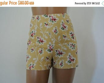 SALE 1990s Moschino Cheap and Chic High Waist Hot Pant Shorts made in Italy Size 8/M