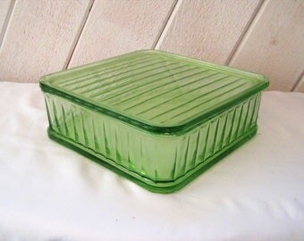 Green glass casserole pan, depression glass baking dish, pan with lid, square cake pan, oven baking dish, rare, collectible, 8 x 8 inches