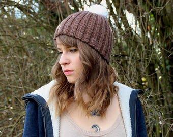 Bonnet Châtaigne avec Pompon Blanc - Homme/femme - tricoté main