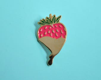 Berry booty enamel pin / Gold drip / Fuchsia and green / Strawberry