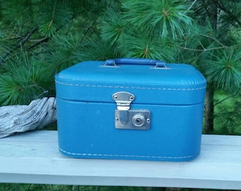 Vintage Train Case Blue with Plastic Handle Suitcase