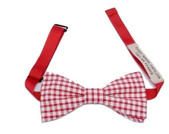 Neck circumference for this bow tie red and white gingham with straight edges