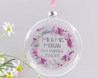 Mr and Mrs Wedding Bauble Decoration - Wedding Wreath Decoration - Wedding Day Bauble - Wedding Hanging Decoration - Wedding Gift Bauble