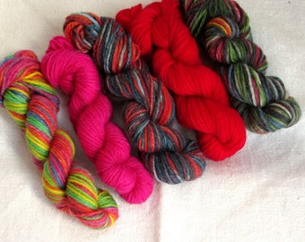 "5 mini skeins of sock yarn, 10 g each, 50 g / 205 yards total,  colour ""Red Neon"", fingering weight mini skeins, 75% wool, sockyarn minis"