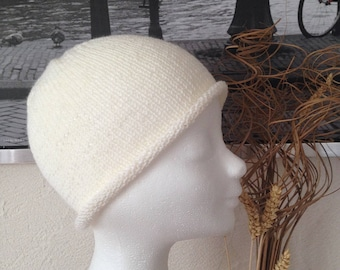 Retro cloche Hat woman, teen, creamy white Merino and cashmere knit