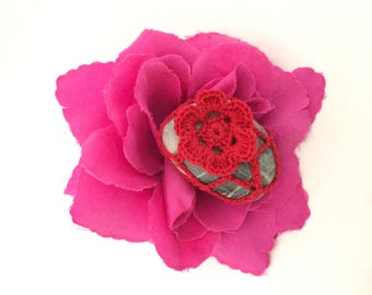 Red Flower Lace Pebble made in Italy, Red Crochet Covered pebble, Love gift, Home Decor, Romantic Wedding. Fiorellino rosso su ciottolo.