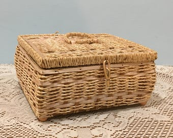 Vintage Woven Wicker Sewing Basket with Handle and Latch ~ Beige and Pink ~ Organizer Tray ~ Treasurer Box ~ Craft Basket