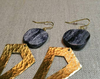 Dark Grey Bone Hammered Diamond Charm Earrings / Boho Chic / Minimalist / Geometric - EHP01