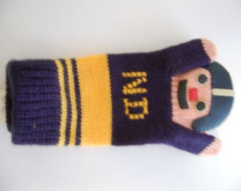 Notre Dame- A pair of vintage finger puppets/Babies mittens-Neat Collectible