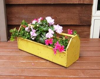 Old Metal Tool Box, Heavy Metal Tool Tray, Yellow Metal Tool Box, Vintage Metal Tool Caddy, Rusty Chippy Box, Vintage Flower Box