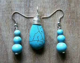Turquoise Howlite silver plated necklace pendant and earing set.
