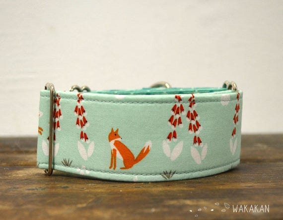 Martingale dog collar model Lovely Fox. Adjustable and handmade with 100% cotton fabric. Beautiful foxes. Wakakan