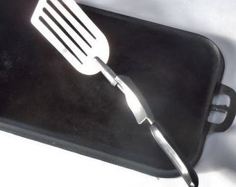 Spatula / The Suzie Flipper / Vintage Flipping Kitchen Tool / Large Thin Metal Surface