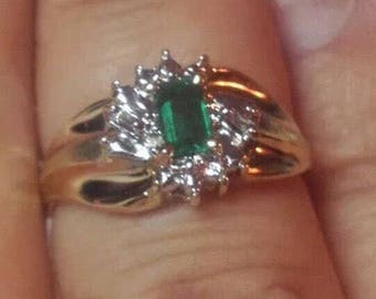 10K Genuine Emerald and 2 Diamond Ring! Diamonds are Illusion Set~Size 7