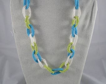 Col099 - Blue, green and white crochet rings necklace