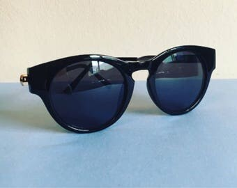SALE Vintage 1990s cateye style sunglasses // 50s style