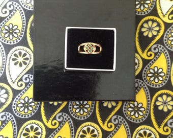 10k Yellow Gold Emerald Ring -- Size 6