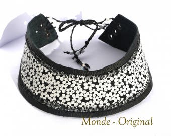 Textile fabric round neck black white flowers and black leather Choker necklace