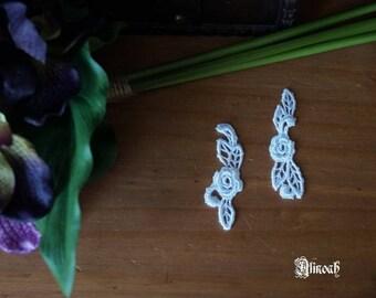 2 white guipure lace motif
