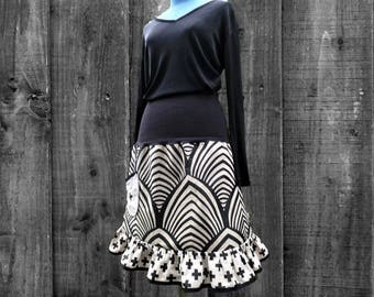 Graphic black/ecru frill skirt adjustable from 38 to 42