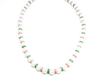 Collier mi long spacer and white ceramic green and pink beads