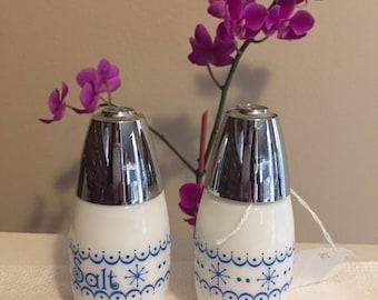 Vintage GEMCO Corelle Blue Snowflake Garland Salt and Pepper Shakers