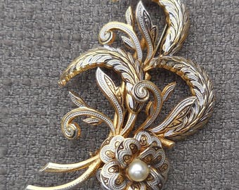Gorgeous TOLEDO Vintage Flower BROOCH...DAMASCENE Look Figural Pin Brooch...Faux Pearl Floral Jewellery...Gorgeous Gift!