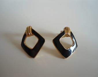 Cool retro vintage earrings.