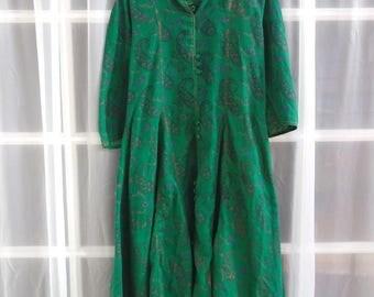 1970s Green Cotton Sari Dress with Paisley Design // Cotton Gauze Midi Dress with Quarter Sleeves // Size Medium