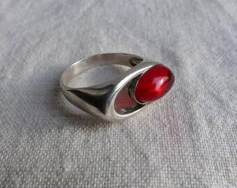 Vintage Sterling Silver Red Garnet Ring Size 10 / Oval Red Garnet Ring / red ring / Gemstone Ring Modernist Red Sterling ring