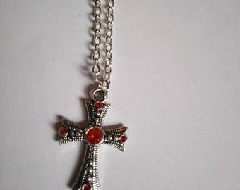 Collier argenté avec pendentif croix strass rouge croix gothique croix catholique croix celtique religion chrétien chrétienne cadeau femme