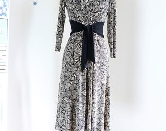 1990s Vintage  Abstract Print Midi Day Dress - S/M - Jones New York - Long Sleeve - Fit & Flare - Dancing Dress - V-neck - Obi Tie Waist