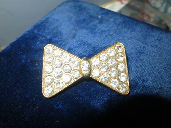 Beautiful vintage goldtone diamante rhinestone bow brooch