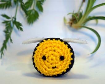 bee plushie keychain - crochet amigurumi