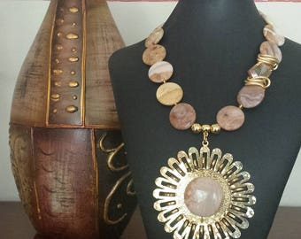 Necklace crafted by hand, agate, said and gold-plated hardware
