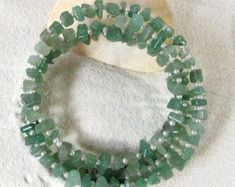 Jade Chips & Seed Bead Memory Wire Bracelet, Green and White Wrap Bracelet, Natural Gemstone Jewelry