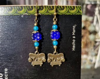 Couch Tour, Blue flower, Glass pearl, Antique bronze, Ear Wire, Sofa