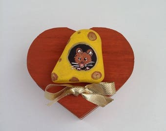 Milk tooth box . Hand painted mouse in gruyère cheese on a pebble.