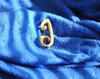 A J  Letter J Pin  Gold Tone  Vintage