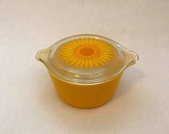 Vintage Flower Pyrex, Daisy Pyrex, Sunflower Pyrex, Yellow Orange Pyrex, Sunflower Casserole Dish with Lid,  1 1/2 Qt. Pyrex, Ceramic Dish