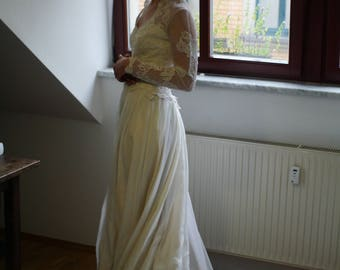 magestic elegant vintage 70s autumn ivory wedding dress with long tail size S/M