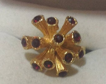 Vintage Gold and Red Starburst Stone Ring