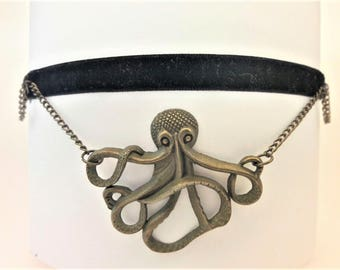 Steampunk octopus necklace, chain choker necklace, Pirates of the Caribbean jewelry, black velvet choker, octopus choker, octopus jewelry
