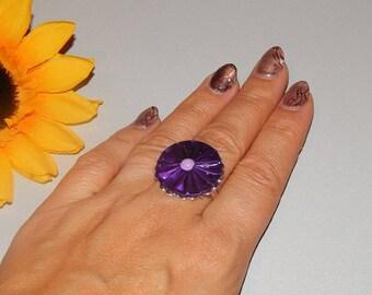 Adjustable ring with dark purple pleated flower caps