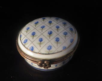 Vintage Porcelain Pill Box With Hand Painted Forget-me-Not Detail