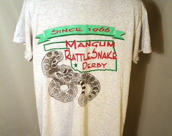 90s Mangum Rattlesnake Derby Oklahoma Gray Heather Tee Sz Small Graphic Snake Hunt Festival Convention Event Okie Venom Reptile Soft Shirt