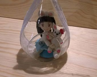 Decorative figurine: lilou in its glass bubble made of cold porcelain.