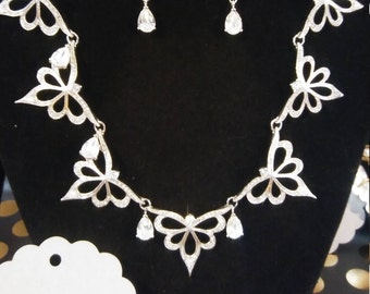 Meant to be flaunted GORGEOUS vintage Franklin Mint Necklace and Earrings